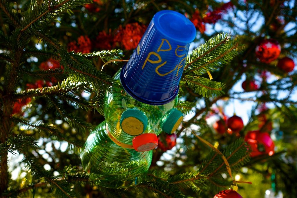 Allestimento dell'albero di Natale di Piazza Antonio Basso