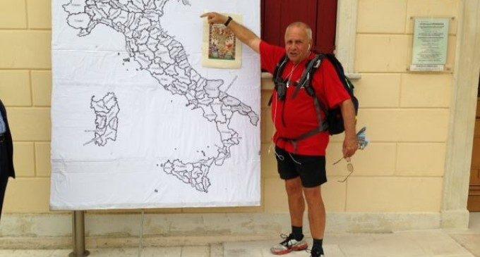 Giro d'Italia a piedi ad 80 anni: tappa a Ladispoli