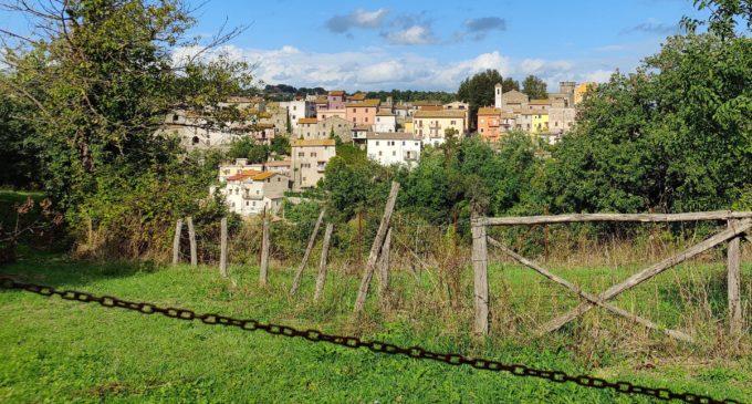 Il Borgo di Cesano parzialmente incatenato
